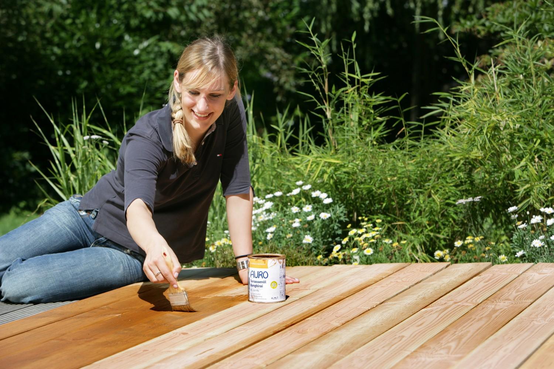 GartenmObel Holz Auffrischen ~   Holzterrassen und Gartenmöbel natürlich auffrischen  News, Bild 1