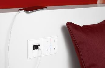 smart-home-schluss-mit-belegten-steckdosen-usb-ladestation-von-jung-zum-wandeinbau-14369.jpg